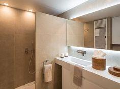 Ambient elegant si confortabil intr-un apartament modern - imaginea 21 New Homes, Bathtub, Shower, Mirror, Elegant, Furniture, Home Decor, Cabo, Valencia