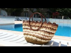 Bütün Gözler Üzerinizde Olacak Muhteşem Bir Plaj Çantası Ördüm Sizin İçin - YouTube Crochet Handbags, Knitted Bags, Tutorial, Straw Bag, Knitting, Beach, Bags, Crochet Purses, Crochet Bags