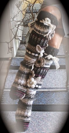 Ankortit these are so cute! Crochet Leg Warmers, Crochet Slippers, Knit Crochet, Fair Isle Knitting, Knitting Socks, Hand Knitting, Knitting Projects, Crochet Projects, Knitting Patterns