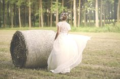 lace wedding dress // photo: the wedding tale