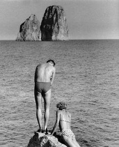 Herbert List :: Capri, Italy, 1955 (c) Magnum Photos Herbert List, Photos Vintage, Vintage Photographs, Old Photos, Magnum Photos, Modern Photography, Black And White Photography, Street Photography, Sea Photography