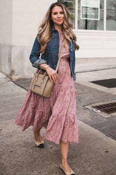 A spring dress denim jacket - outfit inspiration - Denim Fashion Modest Dresses, Trendy Dresses, Modest Outfits, Modest Fashion, Casual Dresses, Casual Outfits, Fashion Dresses, Flower Dresses, Denim Outfits