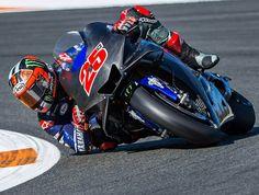 Maverick Yamaha elbow down Vinales, Yamaha Motorcycles, Vr46, Motosport, Valentino Rossi, Camels, Super Bikes, Street Bikes, Road Racing