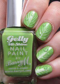 Textured water droplets nail art !