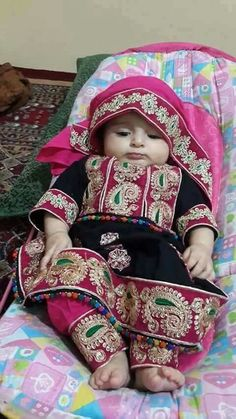 Baby in traditional costume Dresses Kids Girl, Kids Outfits Girls, Teenager Outfits, Baby Dresses, Bridal Dresses 2017 Pakistani, Pakistani Wedding Outfits, Desi Clothes, Cute Baby Clothes, Little Girl Fashion