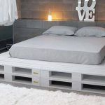 This list of 20 DIY Pallet Bed Frame Ideas involves building custom DIY bed frame designs with disassembled wooden pallets. Palette Furniture, Diy Furniture, Furniture Design, Palette Design, Palette Diy, Pallet Beds, Diy Pallet, Diy Bed, Home And Deco