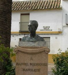 Busto de Manolete.Plaza de la Lagunilla.Córdoba