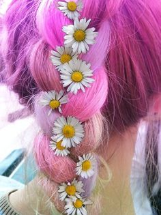 Obsessed with this pink and daisy braid!.