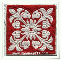 White appliqué on Red background. Anthurium pattern from Moana Quilts Hawaiian Quilt Patterns, Hawaiian Pattern, Applique Quilt Patterns, Hawaiian Quilts, Aplique Quilts, Tropical Quilts, Hawaiian Decor, Miniature Quilts, Traditional Quilts