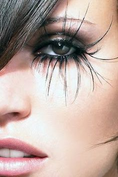 Spider-like lashes - MAKEUP