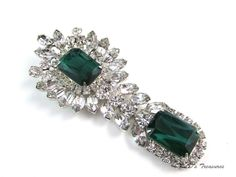 Vintage JULIANA D&E Flawed Emerald Green & Clear Rhinestone Dangle BROOCH BOOK