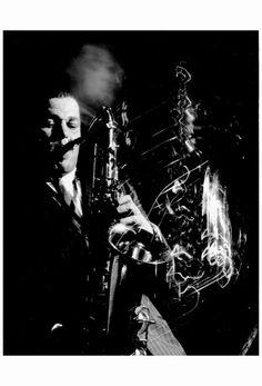 themaninthegreenshirt: Dexter Gordon at Ronnie Scotts Jazz Club, London, 1962 by John 'Hoppy' Hopkins Jazz Artists, Jazz Musicians, Dexter Gordon, Sax Man, Jazz Club, Danse Macabre, My Point Of View, Rhythm And Blues, Famous Photographers