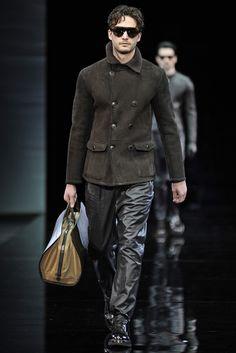 Giorgio Armani Men s RTW Fall 2014 - Slideshow Moda Masculina 17c29e64b93