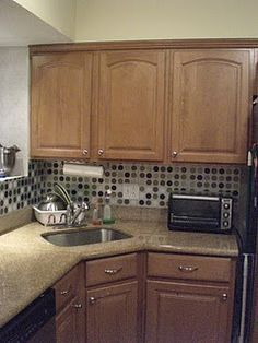 New kitchen backsplash from dollar store/Ikea placemats - so clever!  Better than the $50 peel and stick tiles I bought!