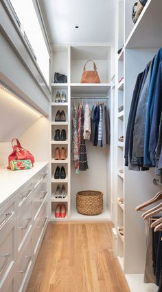 62+ Luxury Walk in Closet ( ORGANIZED LOOK ) - Elegant Closets Wardrobe Room, Wardrobe Design Bedroom, Master Bedroom Closet, Master Closet Design, Modern Wardrobe, Narrow Closet Design, Closet Designs, Small Dressing Rooms, Dressing Room Design