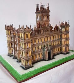 Downtown Abbey - Cake by Peter Roberts Unique Cakes, Creative Cakes, Fun Cupcakes, Cupcake Cookies, Beautiful Cakes, Amazing Cakes, Architecture Cake, Building Cake, Extreme Cakes