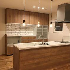 キッチン Home Inspiration cafe inspired home decor Kitchen Room Design, Kitchen Sets, Kitchen Interior, Kitchen Dining, Japan Interior, Japanese House, Inspired Homes, Ceiling Design, House Rooms