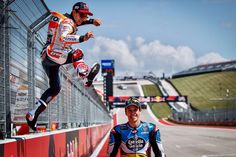 Parece que @marcmarquez93 está preparado y yo también! Mañana gas! / It seems that my brother is ready & me too! #AmericasGP #MarcAttack Marc Marquez, Moto Gp 2017, Motorcycle Suit, Harley Davison, Motogp, Honda, Brother, Sports, Cars