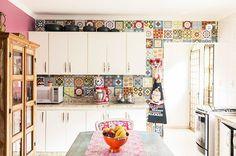 linda cozinha com azulejos hidráulicos