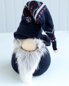 DIY No=Sew Norwegian Nisse Christmas Gnome Doll. uses an old sweater and beans or rice (and a few other odds and ends) Norwegian Christmas, Christmas Gnome, Scandinavian Christmas, Christmas Projects, Outdoor Christmas, Gnome Tutorial, Doll Tutorial, Fashion Bubbles, Scandinavian Gnomes