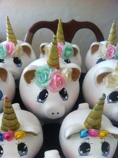 Cerdito unicornio realizado por Ceny glez Color Me Mine, Unicorn Crafts, Ceramics Projects, Cute Pigs, Craft Party, Cool Toys, Piggy Bank, Birthday Parties, Birthdays