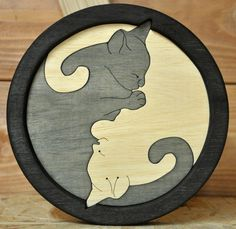 Yin Yang Cats in the basket. Scroll Saw Patterns, Wood Patterns, Wood Projects, Woodworking Projects, Wood Crafts, Diy And Crafts, Gato Animal, Pot Pourri, Saw Wood