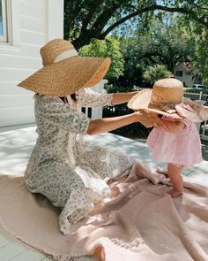 Gal Meets Glam Daily Look featuring Julia wearing Day Dress and Zimmermann hat. Cute Family, Family Goals, Cute Babies, Baby Kids, Gal Meets Glam, Floral Pants, Daily Look, Mommy And Me, Day Dresses
