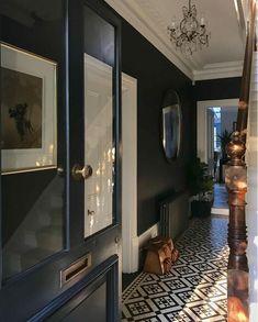 Dark Victorian hallway decor with traditional tiling. Hall Tiles, Tiled Hallway, Dark Hallway, Modern Hallway, Edwardian Haus, Edwardian Hallway, Victorian House Interiors, Victorian Homes, Victorian Terrace House