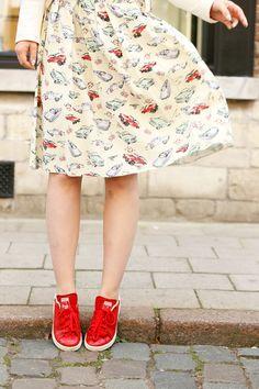 outfitfoto's maken, dure auto's, schuttershofstraat, primark, car print, prada car print, adidas stan smith, sarenza, bershka, mac viva glam nicki 2, schuttershofstraat antwerpen, chanel boetiek, lila lipstick, fashion is a party, fashion blogger, midi rok, midi skirt