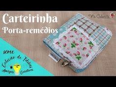 Coleção de Ideias | Dia dos avós - Carteira porta-remédios - YouTube Fabric Wallet, Clear Bags, Sewing Tutorials, Mini, Coin Purse, Patches, Pouch, Make It Yourself, Videos