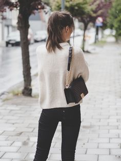 Brunette wearing an outfit for fall with a white knit turtleneck sweater from Mango, black skinny denim, studded boots and chevron Chanel Boy bag Classic Outfits, Casual Outfits, Fashion Outfits, Womens Fashion, Chanel Outfit, Chanel Boy Bag, Chanel Bags, Denim Outfit, My Outfit
