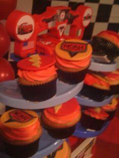 Disney cars cupcakes.