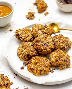 Pindakaas chocolade havermout koekjes - Food by Sann Chocolate Oat Cookies, Chocolate Oats, Peanut Butter, Snacks, Ethnic Recipes, Amsterdam, Food, Instagram, Happy