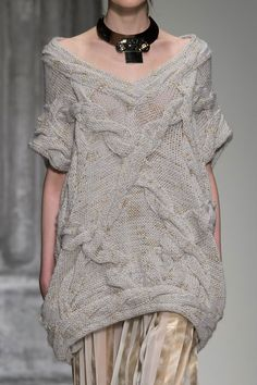 (via Laura Biagiotti at Milan Fashion Week Fall 2015 - StyleBistro)