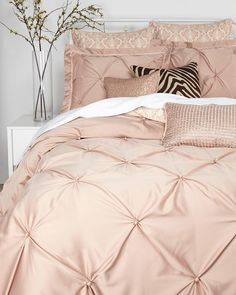 VINCE CAMUTO Rose Gold Queen Comforter Set