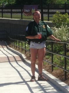 Security Guard at the Zoo  ---- hilarious jokes funny pictures walmart fails meme humor