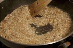 Ριζότο: H βασική συνταγή Breakfast Recipes, Snack Recipes, Allrecipes, Quinoa, Risotto, Easy Crafts, Rice, Baking, General Tso