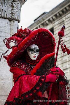 Carnevale Venezia 2014-117 (Copia) | Flickr - Photo Sharing! Venetian Costumes, Venice Carnival Costumes, Venetian Carnival Masks, Carnival Outfits, Carnival Of Venice, Venetian Masquerade, Masquerade Ball, Masquerade Costumes, Costume Venitien