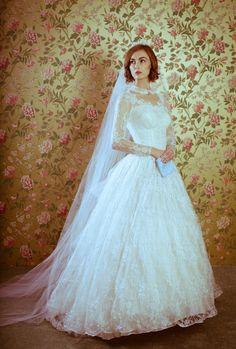 Xtabay Vintage Clothing Boutique - Portland, Oregon: Xtabay Vintage Bridal Salon I'd like to have a vintage dress, I think. Vintage Dresses, Vintage Outfits, Vintage Clothing, Bridal Gowns, Wedding Dresses, Bridal Stores, Bridal Salon, Vintage Bridal, Flower Girl Dresses
