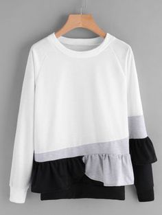 Shop Contrast Panel Frill Trim Sweatshirt at ROMWE, discover more fashion styles online. Hijab Fashion, Diy Fashion, Fashion Outfits, Fashion Styles, Sweatshirt Outfit, Urban Chic, Mode Inspiration, Pulls, Fashion Details