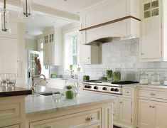 Kitchens: Classic Clean