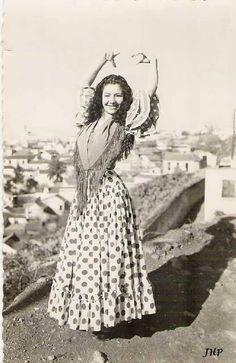 Gypsy Living Traveling In Style  Serafini Amelia  Gypsy Queen-Dance Stance-Gitana en zambra Sacromonte                                                                                                                                                                                 Más