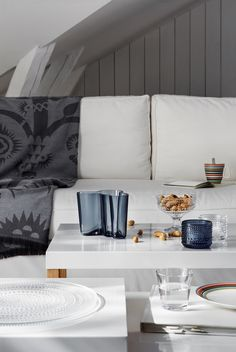 Journelles - Your Daily Dose of Fashion, Beauty + Interior Nordic Interior, Gray Interior, Modern Interior, Home Interior Design, Alvar Aalto, Nordic Living, Home And Living, Living Room, Grey Throw Blanket