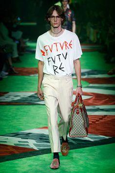 """É interessante perceber como Alessandro Michele incluiu a palavra """"future"""" em…"""