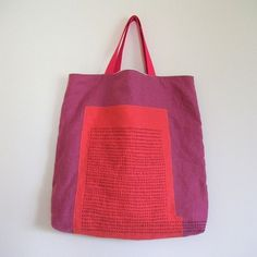 The Beauty of Japanese Embroidery - Embroidery Patterns Sashiko Embroidery, Japanese Embroidery, Japanese Bag, Fabric Tote Bags, Boro, Sewing Leather, Patchwork Bags, Cloth Bags, Handmade Bags