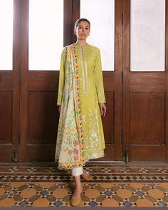 Pakistani Fashion Casual, Pakistani Outfits, Indian Outfits, Indian Fashion, Indian Gowns Dresses, Unique Dresses, Stylish Dresses, Casual Dresses, Casual Wear