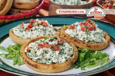 Sopes de requeson con chile poblano y hierbas