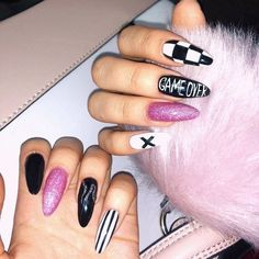 Even the nails want to be cool. In the hot summer sun, colorful nails are very eye-catching. Goth Nails, Edgy Nails, Aycrlic Nails, Stylish Nails, Nail Manicure, Swag Nails, Soft Grunge Nails, Black Acrylic Nails, Best Acrylic Nails