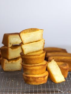 Try this butter mochi recipe for a chewy, buttery, fudgey dessert with crisp, crunchy edges. A Hawaiian favorite, this butter mochi is highly addictive! Mini Desserts, Hawaiian Desserts, Gourmet Desserts, Asian Desserts, Japanese Desserts, Plated Desserts, Dessert Crepes, Dessert Sushi, Dessert Bars
