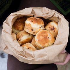 Savujuusto-pekonisämpylät   Maku 1/2008